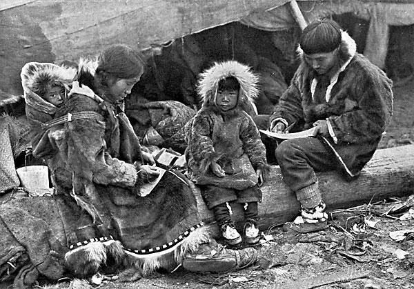 Eskimo_Family_NGM-v31-p564-2